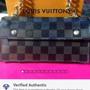 SOLDAuth Louis Vuitton Damier Wallet Clutch